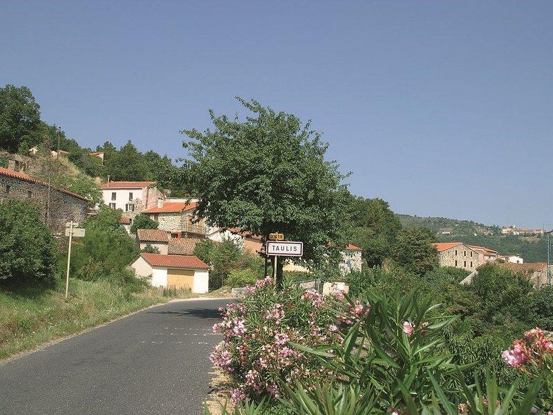 Maison de village à Taulis dans l'arrière pays Catalan prés de Perpignan, vacation rental in Oms