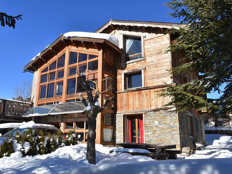 Grand chalet pour 12 pers +4 avec appartement Independent en option., holiday rental in Mont-Louis
