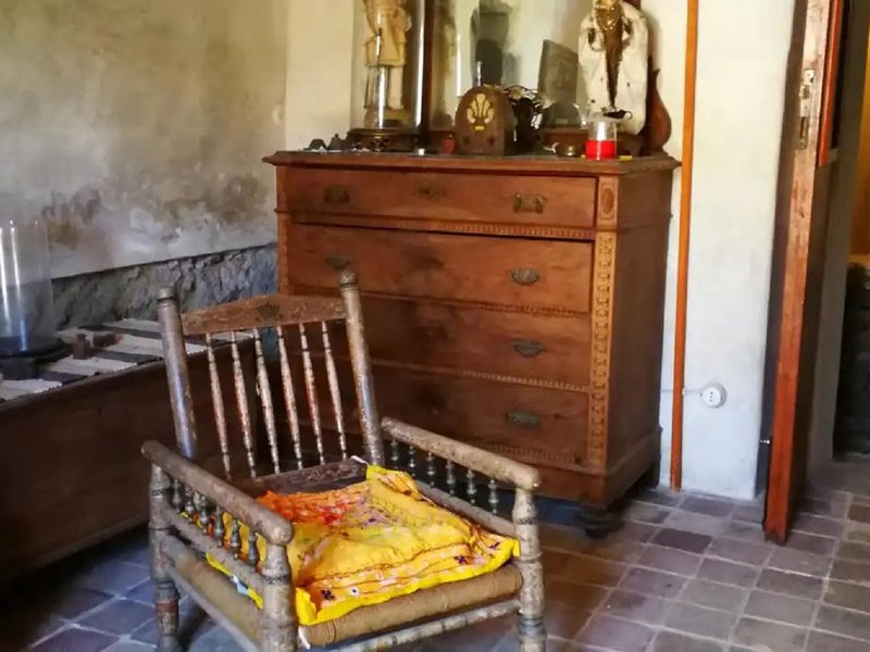 Merveilleuse maison à l'ancienne, avec 2 terrasses, casa vacanza a Filicudi