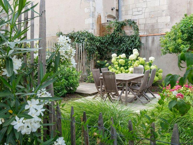 La Rochelle, centre-ville, grande maison familiale (250m2) classée 4 étoiles, casa vacanza a Nieul sur Mer