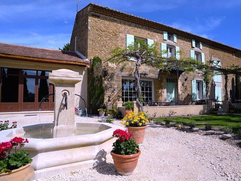 Bastide de charme au coeur de la Provence, casa vacanza a Entraigues-sur-la-Sorgue