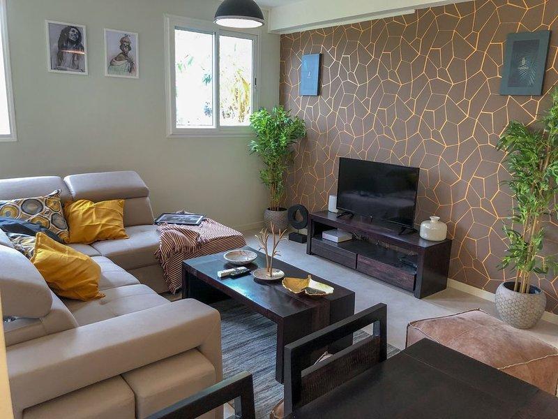 Séjour détente avec bain à remous à la Sarabi House (Residence Nakiya), holiday rental in Marigot