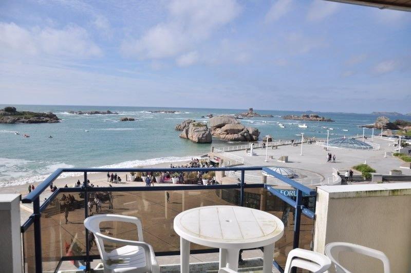 Appartement avec vue exceptionnelle sur mer, face au Coz Pors à TREGASTEL, casa vacanza a Tregastel