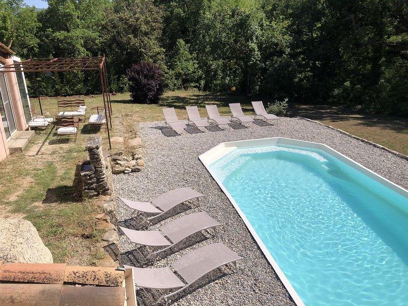 Villa au coeur du Luberon avec piscine privée, holiday rental in Gargas