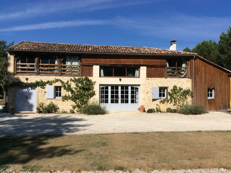 Gite de charme avec piscine, holiday rental in Noaillan