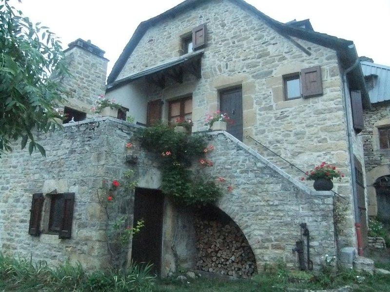 maison indépendante cadre champêtre au pied de l'Aubrac, dans la vallée du lot, Ferienwohnung in Espalion