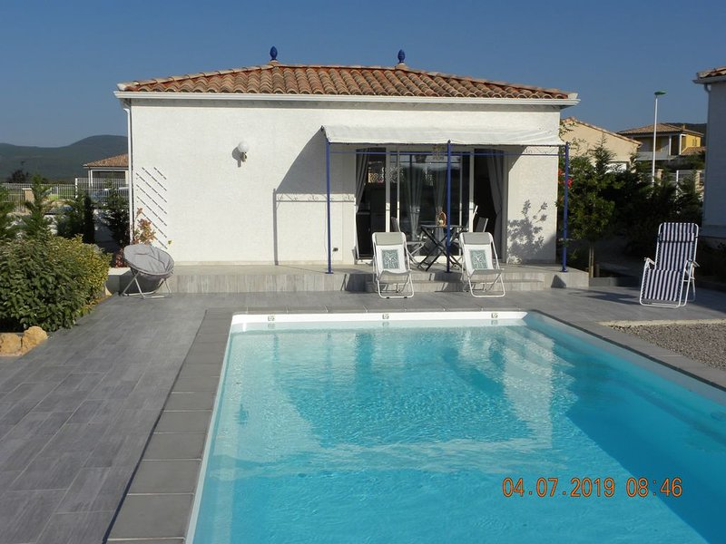 Un séjour ' Bleu Evasion ' avec piscine, holiday rental in Cessenon-sur-Orb