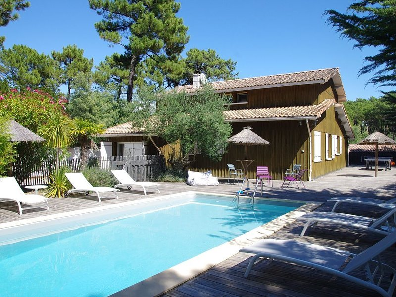 Spacieuse VILLA 12 pers CAP FERRET tout confort piscine chauffée terrasse couv, holiday rental in Cap-Ferret