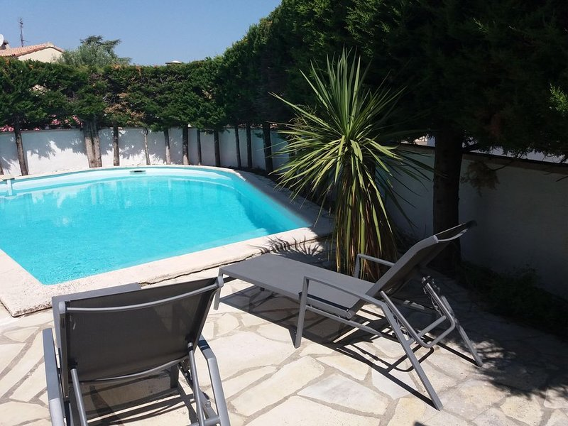 Villa climatisée avec grande piscine proches plages et Montpellier, holiday rental in Lattes