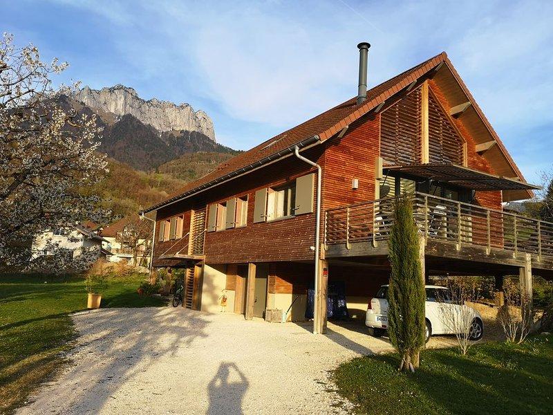Villa à Menthon Saint Bernard, au bord du lac d'Anncy, holiday rental in Echarvines