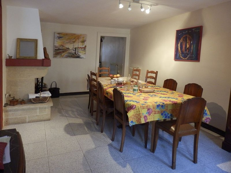 GITE L'AVANT-SCENE GRANDE MAISON CONFORTABLE, vacation rental in Le Bosc