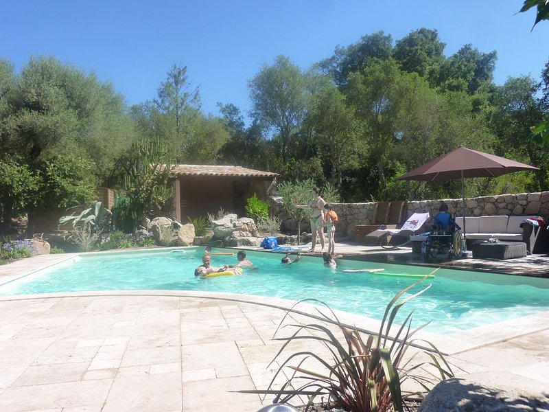 Villa 6 personnes dans un endroit calme et arboré, alquiler de vacaciones en Sainte Lucie de Porto-Vecchio