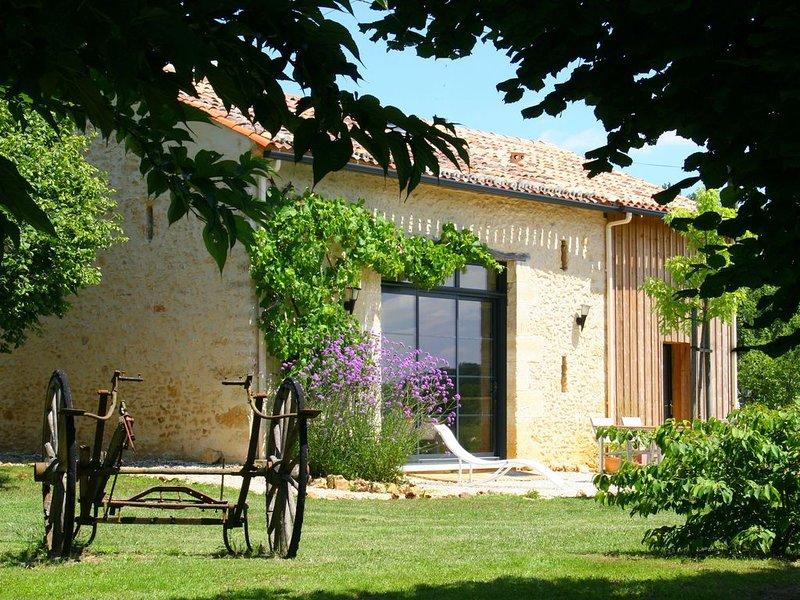 Perrot en Périgord : Villa de charme avec grande piscine, location de vacances à Cause-de-Clérans