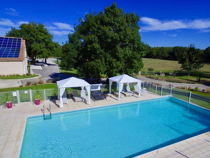 Gite Les Roseaux 2 personnes avec piscine et WIFI près de Montpellier, holiday rental in Saint-Drezery