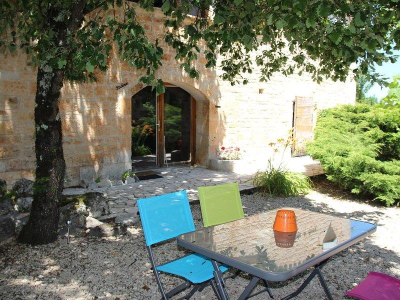 Gîte 'Padirac', gîte atypique  pour 2/4 pers avec piscine, vacation rental in Labastide-de-Penne