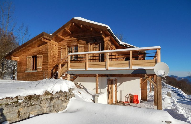 Appartement dans un chalet de Montagne - Plateau de Retord, holiday rental in Le Poizat