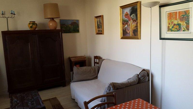 Petite maison entre village et rivère dans un parc, holiday rental in Thorigne d'Anjou