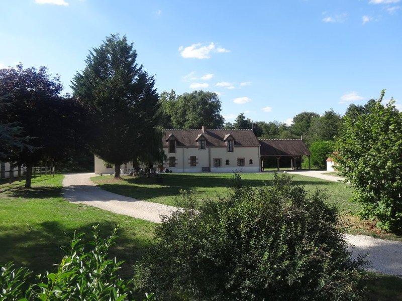 Superbe maison de vacances avec 22 ha de parc à l'entrée du parc de Chambord, holiday rental in Ligny-le-Ribault