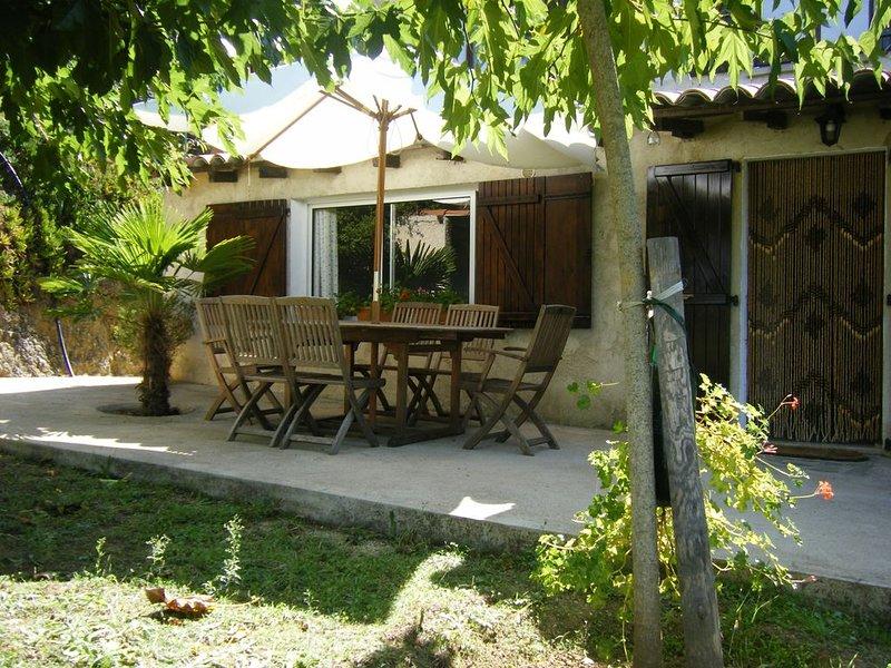 Appartement rez de chaussée jardin avec vue sur la mer ., holiday rental in Belvedere-Campomoro
