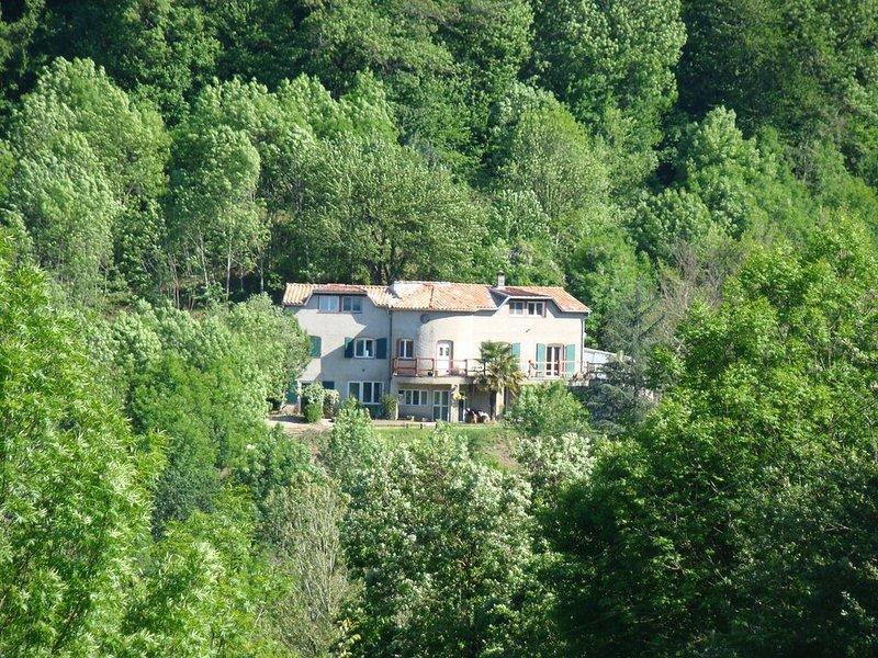 Gite en pleine nature, au calme, avec piscine, casa vacanza a Mazamet
