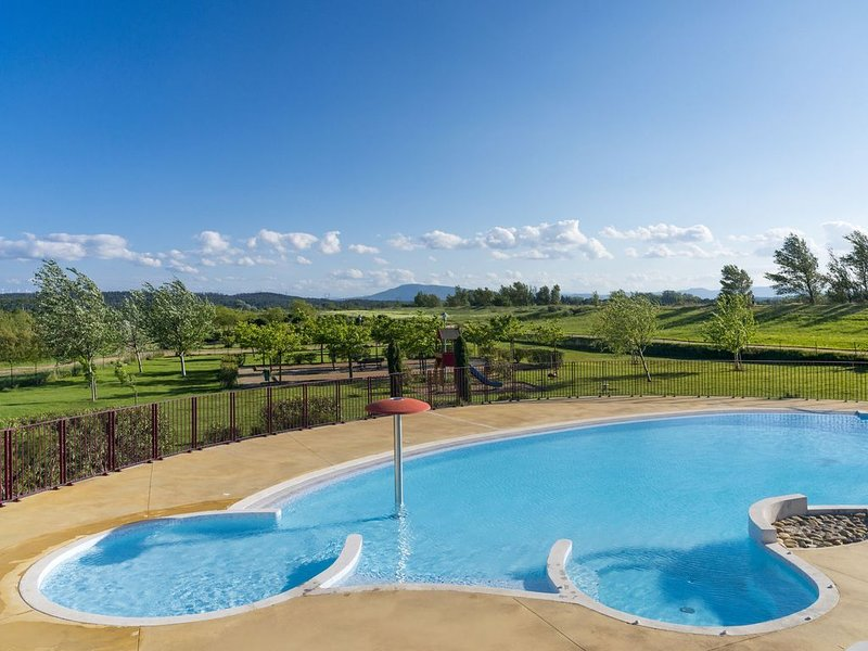 VILLA T3 PMR VUE DEGAGEE SUR LES PYRENEES, holiday rental in Tourouzelle