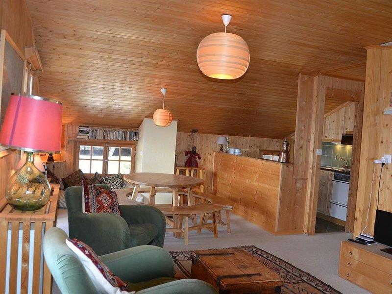 Extérieur : appartement sous les combles au 2ème étage d'un chalet, pour 2-4 per, aluguéis de temporada em Oberems