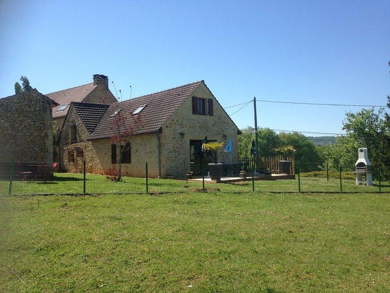 Maison en pierre à 15 mn de Sarlat sur terrain clos, aluguéis de temporada em Grolejac