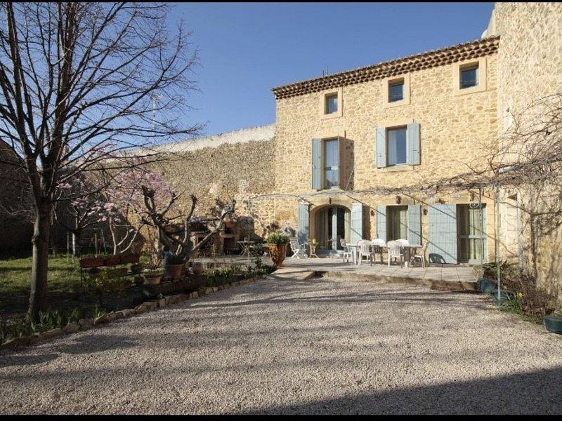 MAS Ancienne magnanerie en Provence, location de vacances à Uchaux
