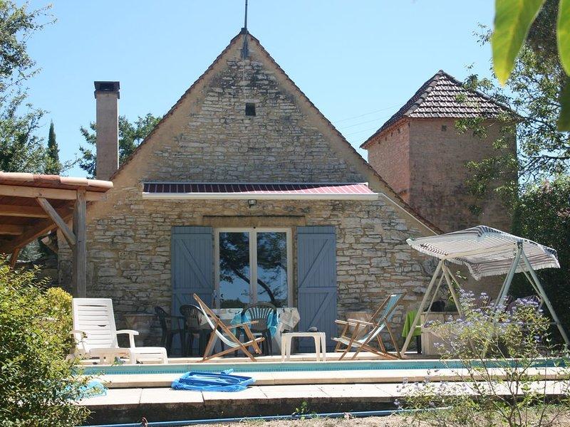 Ancienne bergerie rénovée, au calme,aucune promiscuité, avec piscine chauffée., aluguéis de temporada em Catus