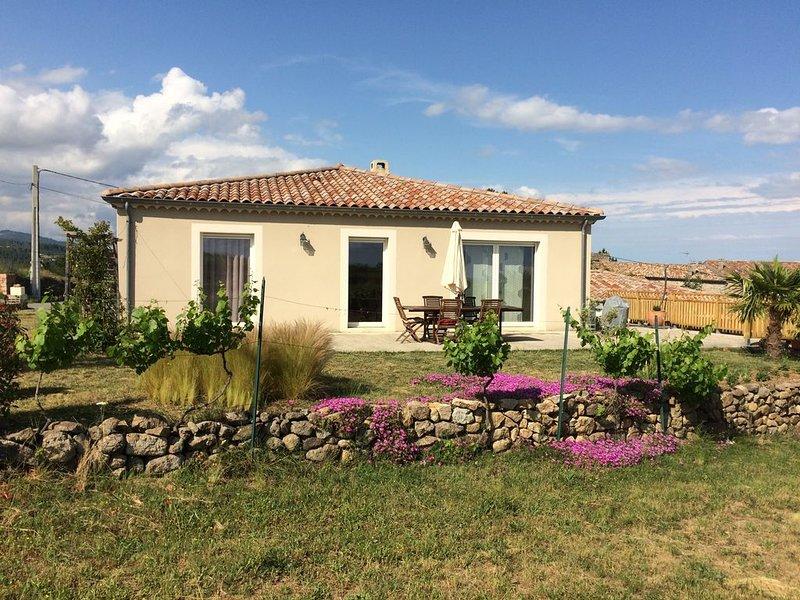 Maison 4 pièces 2 à 8 personnes en Ardèche du Sud – Le Rêve de Papi, holiday rental in Beaumont