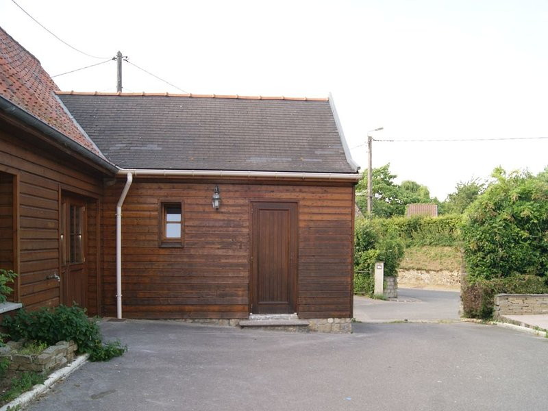 Gite de Rose Blanche 10 MN WIMEREUX NAUSICAA20 MN WISSANT AUDRESSELLE TRES CALME, holiday rental in Licques