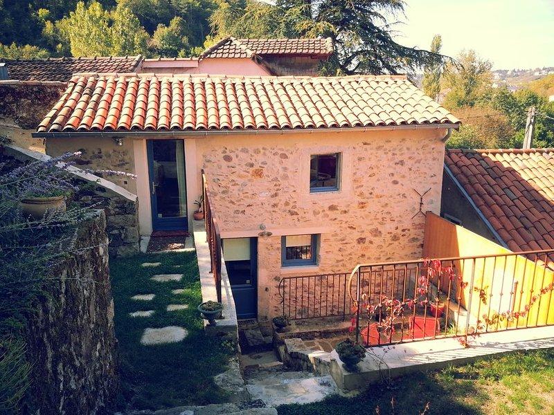 Gîte de charme dans quartier vert et calme, à deux pas de la ville, location de vacances à Villeneuve d'Aveyron