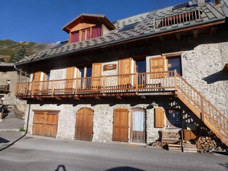 chalet charme et confort 3 appartements 20 couchages, holiday rental in Vars
