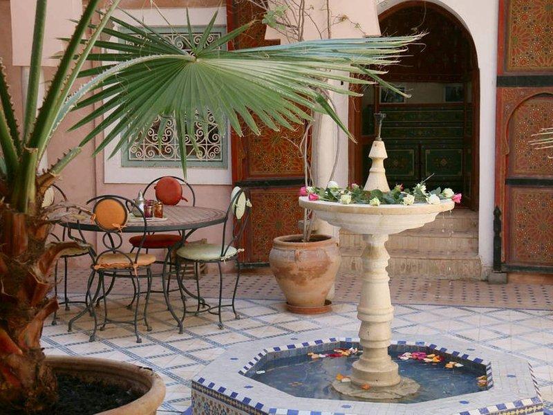Lovely Riad 6 beds in Medina Marrakech, alquiler de vacaciones en Ait Azzi