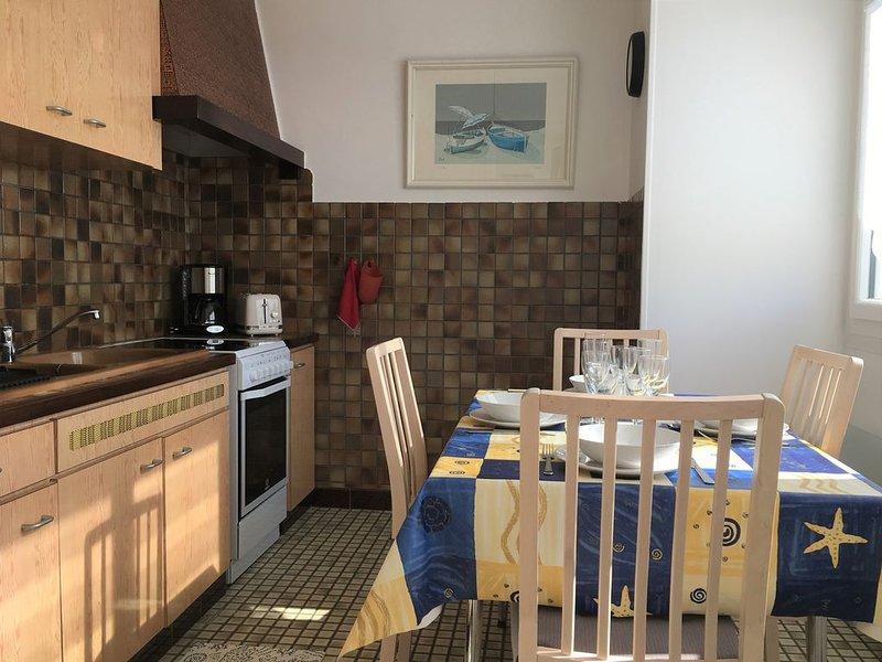 Appartement t1 bis à 100m de la plage de la grève blanche au guilvinec, vacation rental in Guilvinec