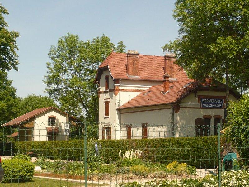 Gîte Ancienne Gare du val des bois 15' de Reims 6 chambres 14p, aluguéis de temporada em Machault