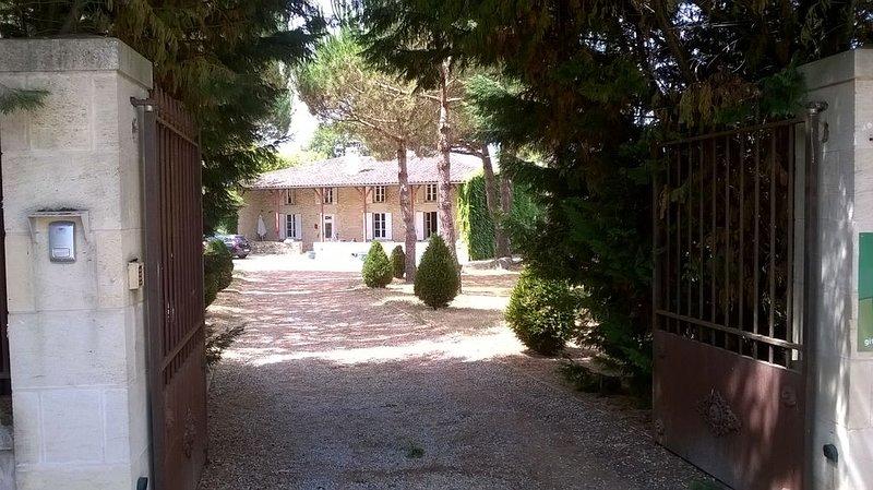 Bienvenue dans notre maison de famille, casa vacanza a Bouglon