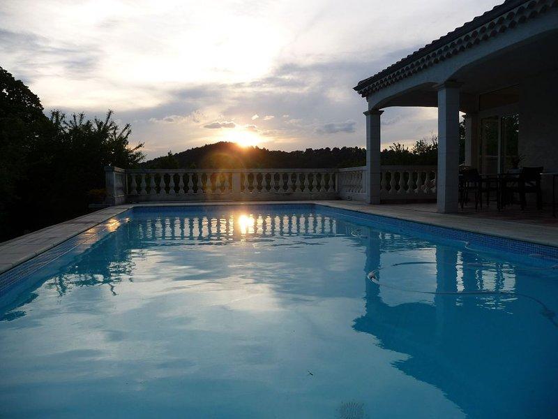 Villa de charme avec piscine dans la Drôme provençal, location de vacances à Divajeu