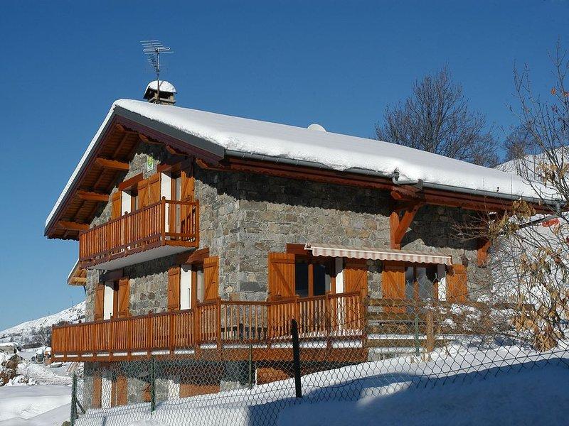 chalet indépendant 16 personnes avec jacuzzi sauna hammam et wifi, holiday rental in Les Menuires
