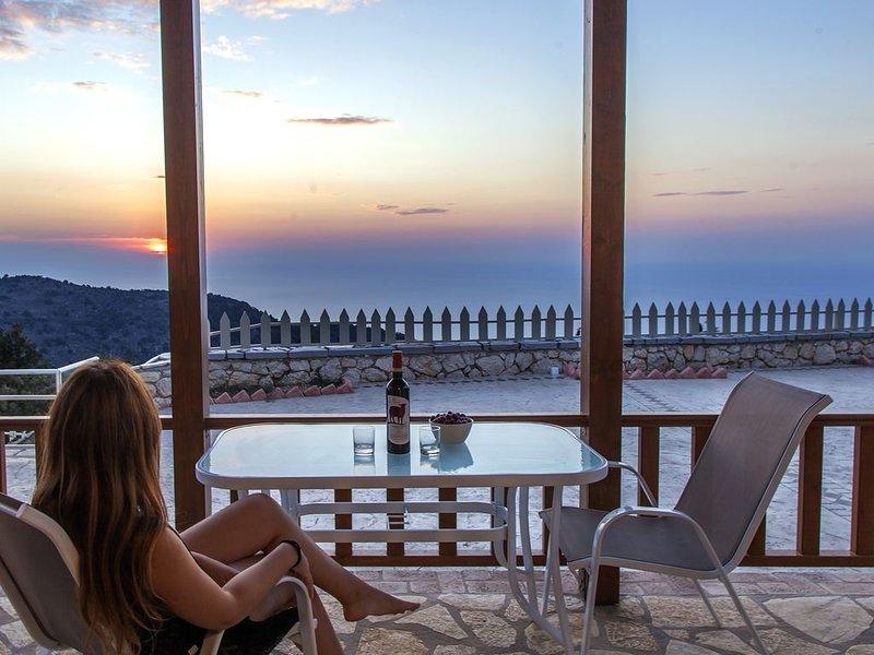 Villas bioclimatiques en zone NATURA aux splendides couchers de soleil ioniens, holiday rental in Dragano