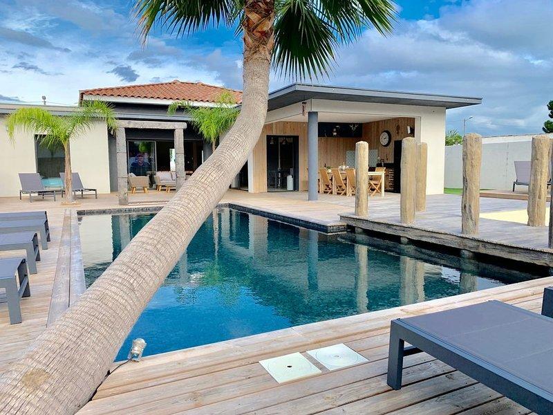 Villa de Luxe AVEC PISCINE CHAUFFEE au Grau d'agde 10 personnes, holiday rental in La Tamarissiere