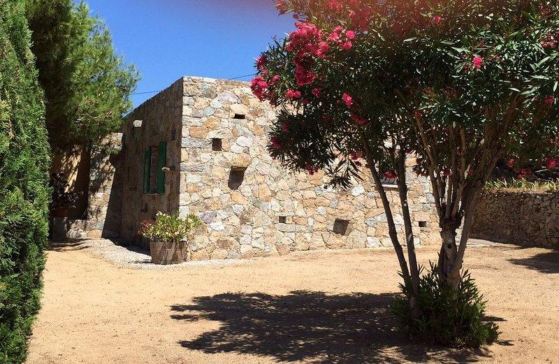 Maison en pierres - proche des plages de Bodri- vue mer, casa vacanza a Corbara