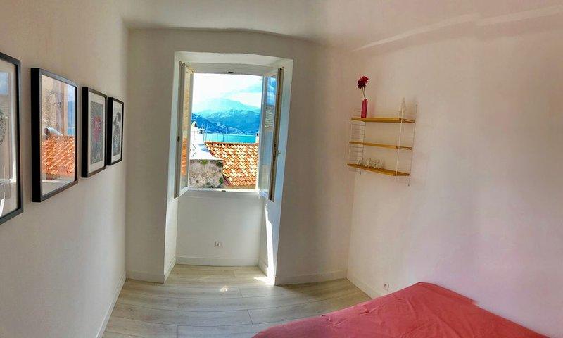 Appartement T4 vue mer en plein cœur de St Florent, location de vacances à Casta