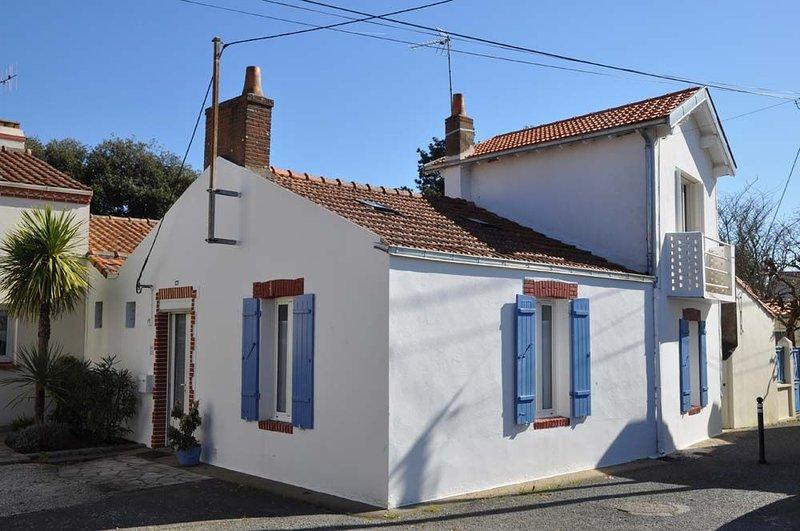 Maison de pêcheur entièrement rénovée, au calme à 300 mètres de l'océan, holiday rental in Loire-Atlantique