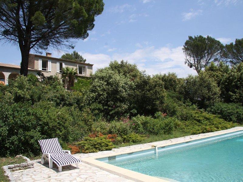 La maison dans les bois avec piscine entre Verdon et Méditerranée, holiday rental in Trans-en-Provence