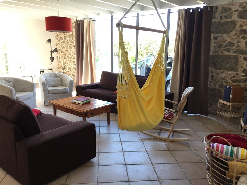 Location vacances 8 à 9 personnes 4 chambres près de Bressuire et du Puy du Fou, vacation rental in La Chapelle-Gaudin