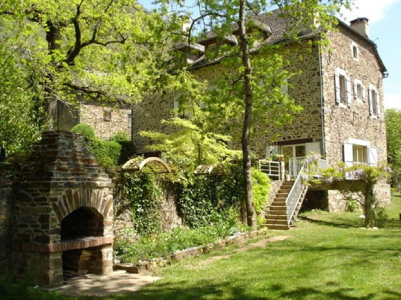 MOULIN DU GO:  Lieu unique entre Aveyron et Tarn - 10 Pers, holiday rental in Crespin