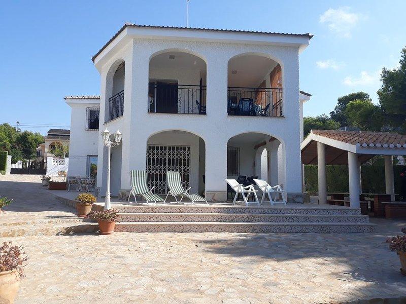 Villa La Azohia, étage, 6/9 personnes à 400 mètres plage, vue mer et montagne, location de vacances à La Azohia