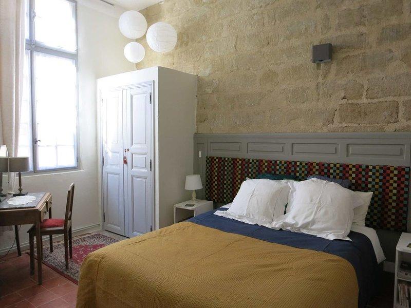 APPARTEMENT DE CHARME DANS HOTEL PARTICULIER DU 17eme SIECLE, vacation rental in Usclas-d'Herault