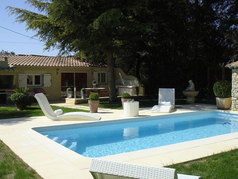 Maison trés confortable avec piscine privée en campagne, décoration soignée., vacation rental in Caromb